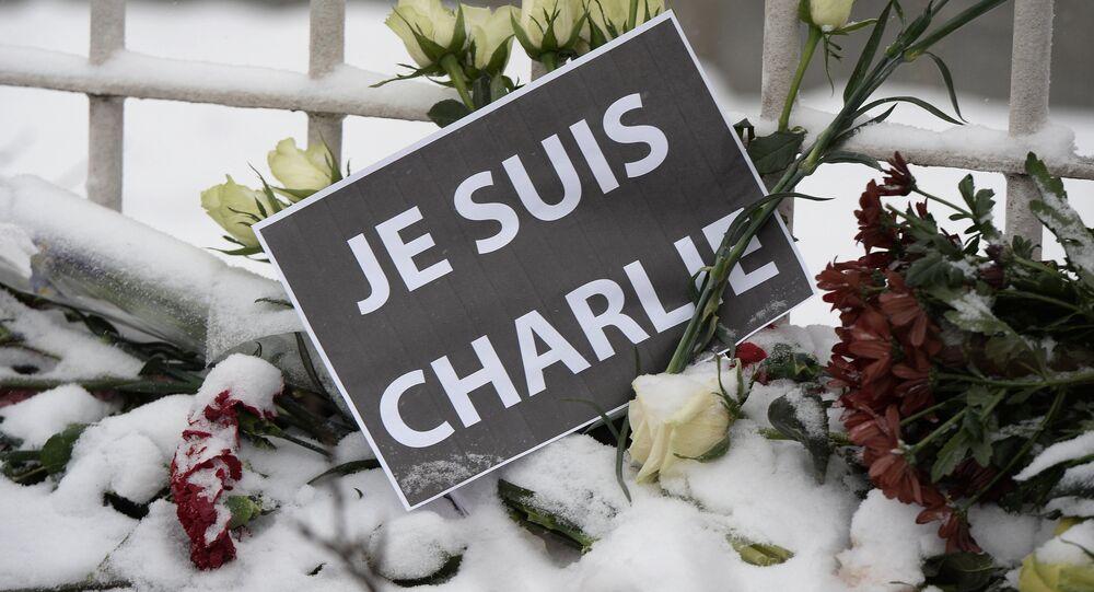 Solidariedade às vítimas do massacre do Charlie Hebdo