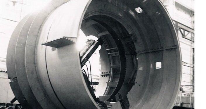 O geokhod ELANG-4, com 4 m de diâmetro. Tinha um desenho e um princípio de funcionamento diferentes ao ELANG-3