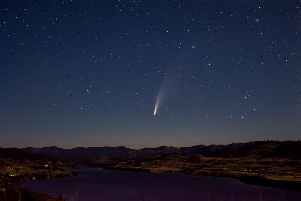 Cometa NEOWISE no céu do estado norte-americano de Washington