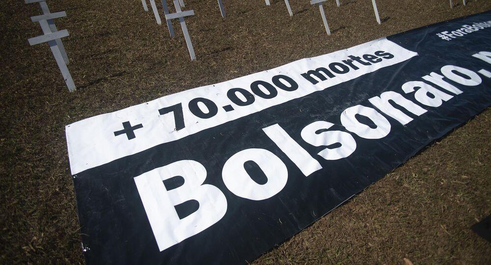 Ato para a entrega do pedido de impeachment do presidente Jair Bolsonaro, em frente ao Congresso Nacional, em Brasília (DF), 14 de julho de 2020