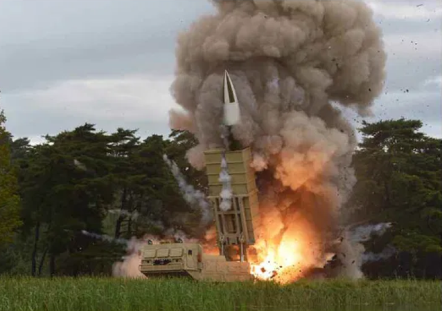 Teste do míssil balístico de curto alcance KN-24 do Exército Popular da Coreia no Norte, com alcance de 410 km