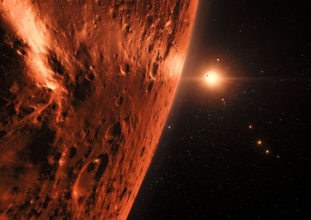 Representação artística mostra a vista da superfície de um dos planetas do sistema TRAPPIST-1