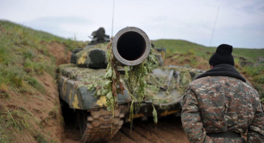Tanque T-64 armênio na zona de conflito em Nagorno-Karabakh (imagem referencial)
