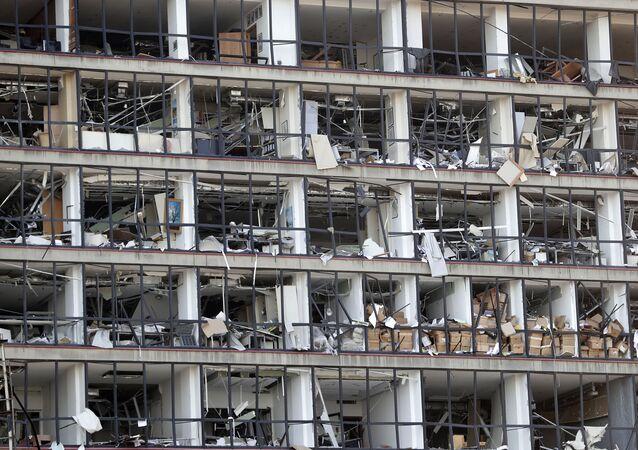 Fachada de prédio danificada na capital libanesa, Beirute, 5 de agosto de 2020