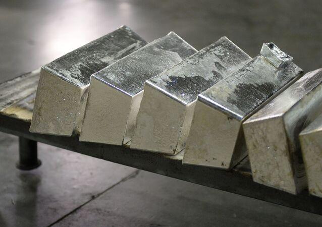 Barras de prata em uma fábrica em Ekaterinburgo, Rússia.