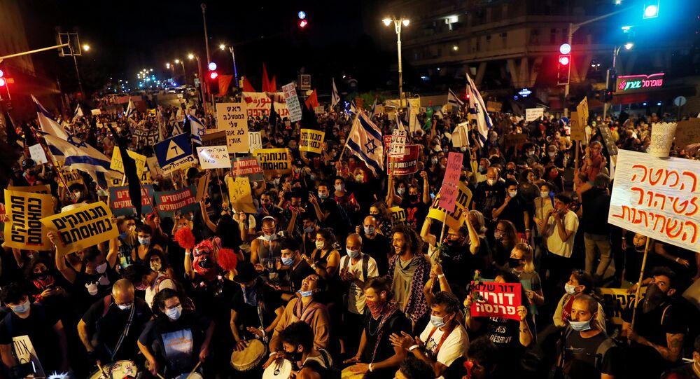 Milhares protestam contra Netanyahu em Israel por economia e acusações de corrupção