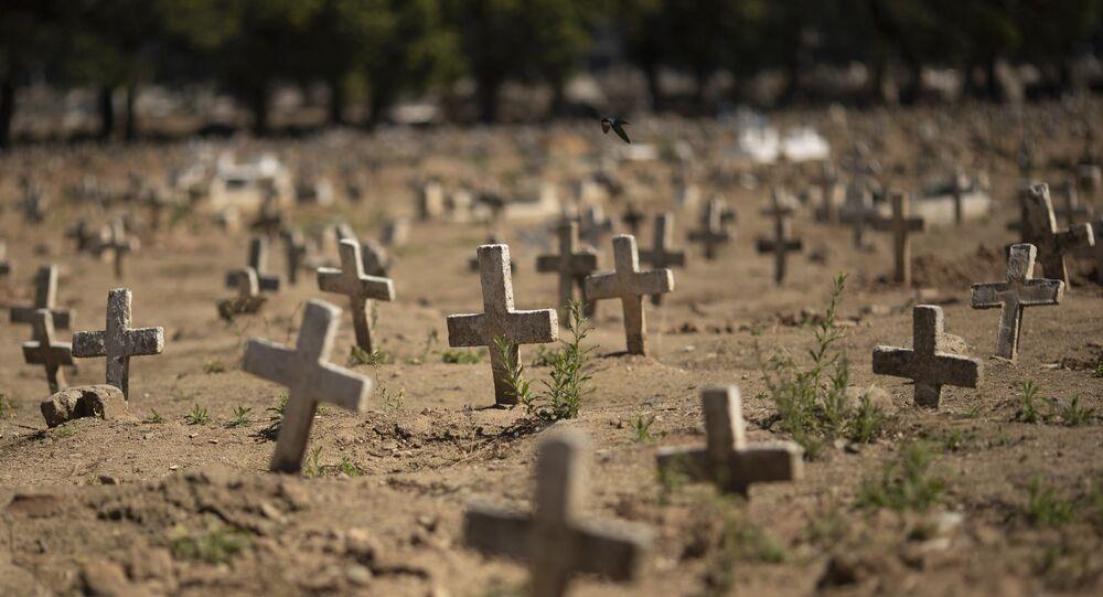Cruzes no cemitério do Caju, na Zona Norte do Rio de Janeiro