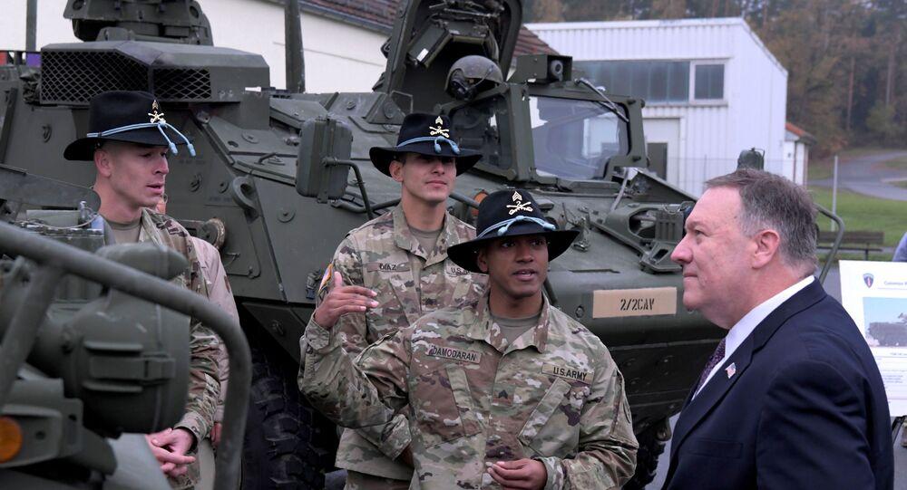 Mike Pompeo, secretário de Estado dos EUA, fala com soldados norte-americanos na base de Grafenwoehr, Alemanha, 7 de novembro de 2019
