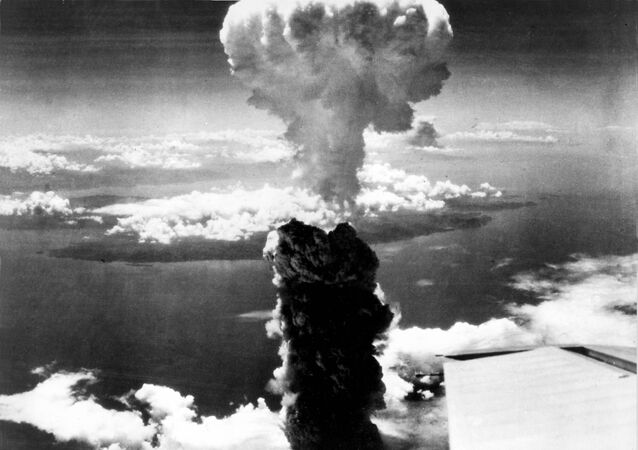 Cogumelo atômico formado pelo bombardeio norte-americano da cidade japonesa de Nagasaki, em 9 de agosto de 1945 (foto de arquivo)