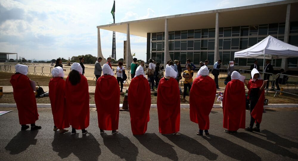 Grupo de mulheres pró-aborto em protesto na frente do STF (Supremo Tribunal Federal). Foto de agosto de 2018.