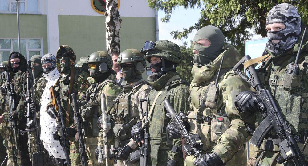 Forças especiais da Bielorrússia apresentam armas e equipamentos para presidente do país