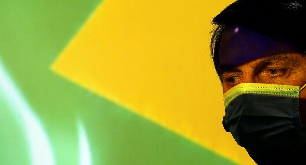 Presidente brasileiro Jair Bolsonaro acompanha cerimônia do Ministério de Minas e Energia em Brasília