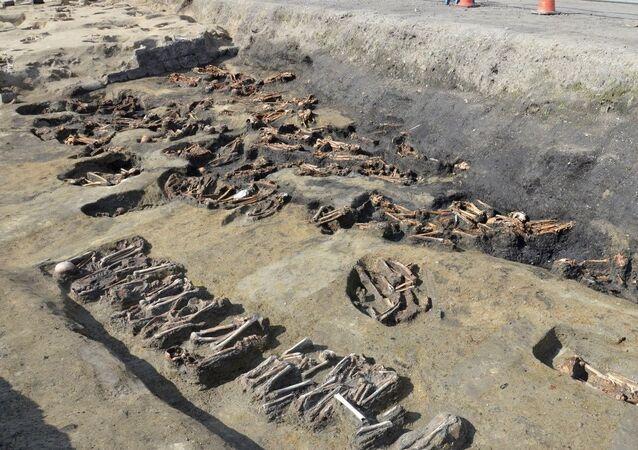 Escavação revela mais de 1.500 tumbas em Osaka
