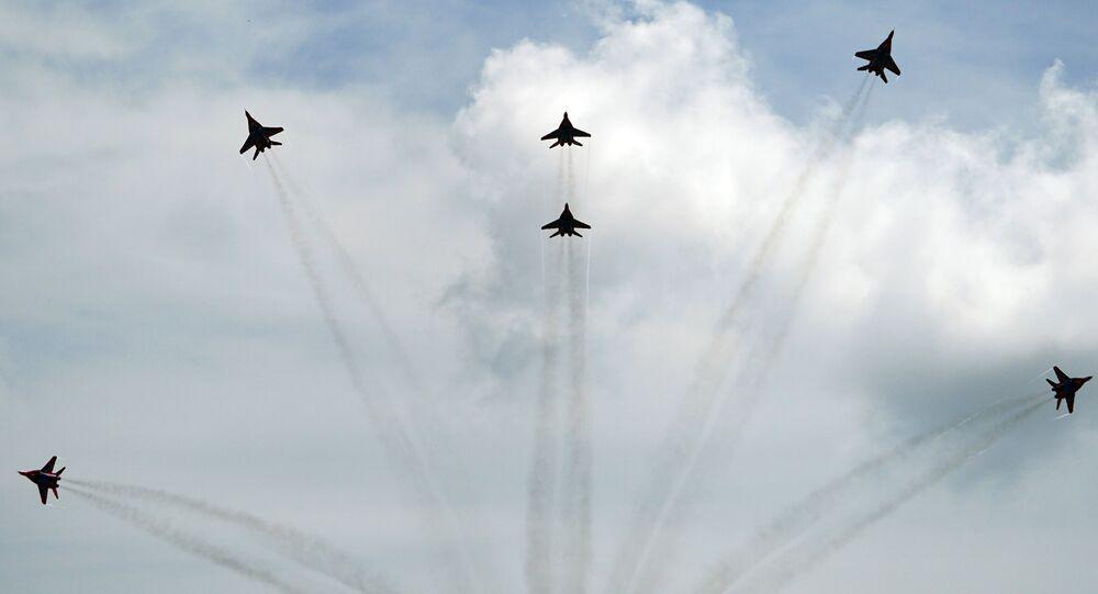 Caças MiG-29 durante voos de demonstração no contexto do Fórum Internacional Técnico-Militar EXÉRCITO 2020 (arquivo)