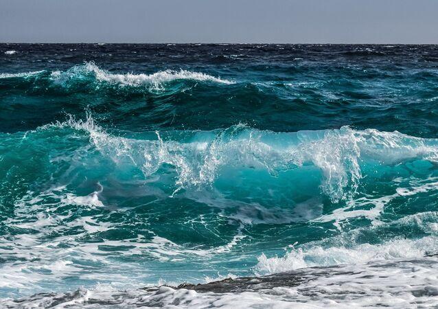 Ondas de água (imagem referencial)