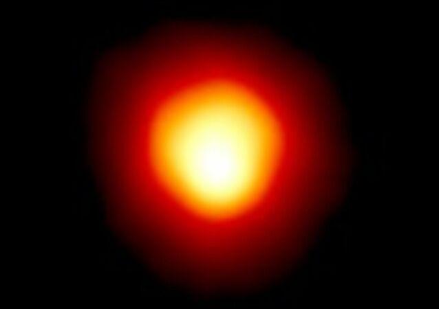Estrela Betelgeuse, na constelação de Orion