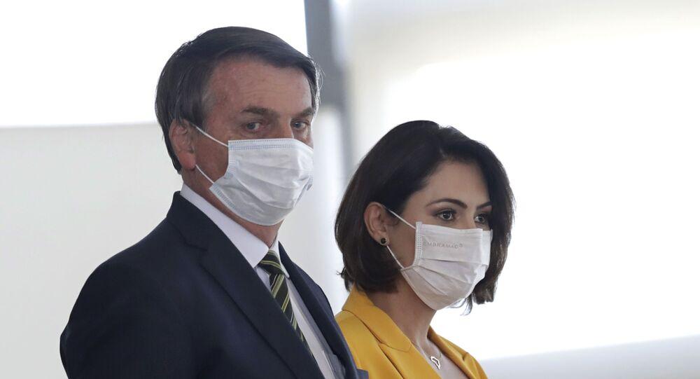 Presidente Jair Bolsonaro e a primeira-dama Michelle Bolsonaro em cerimônia de celebração do Dia do Voluntário, no Palácio do Planalto, Brasília, 28 de agosto de 2020