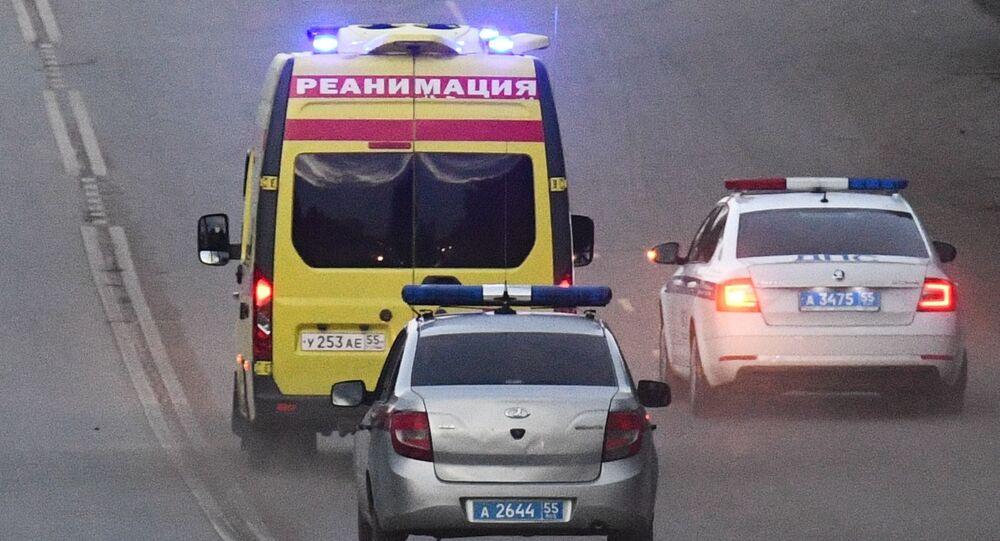 Carro da ambulância e polícia (imagem referencial).