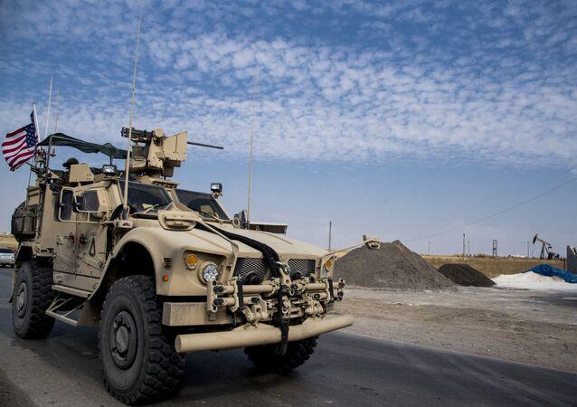 EUA patrulham campos petrolíferos sírios no leste da Síria, 28 de outubro de 2019
