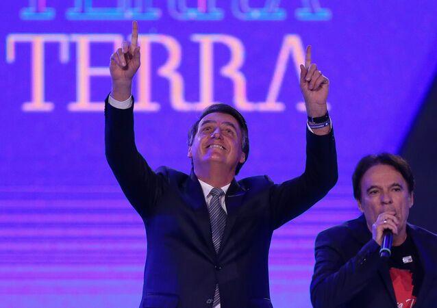 Presidente Jair Bolsonaro participa de culto da Igreja Sara Nossa Terra, ao lado do pastor Robson Rodovalho, em Vicente Pires, região administrativa do DF