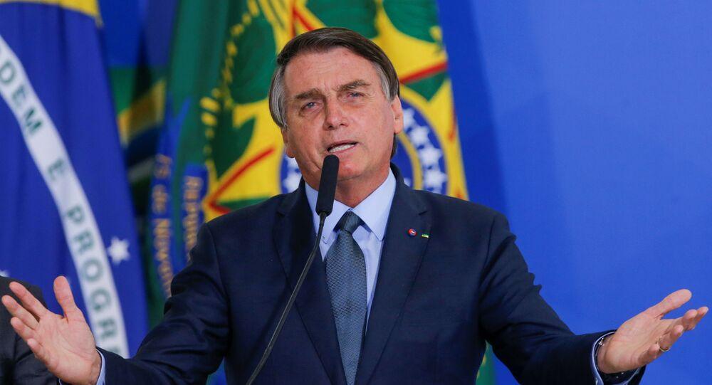Presidente do Brasil, Jair Bolsonaro, discursa na tomada de posse do novo ministro da Saúde Eduardo Pazuello, Palácio do Planalto, Brasília, Brasil, 16 de setembro de 2020