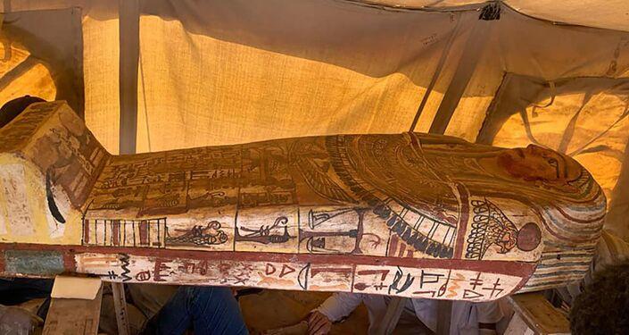 Sarcófago encontrado por arqueólogos em Sacará, Egito