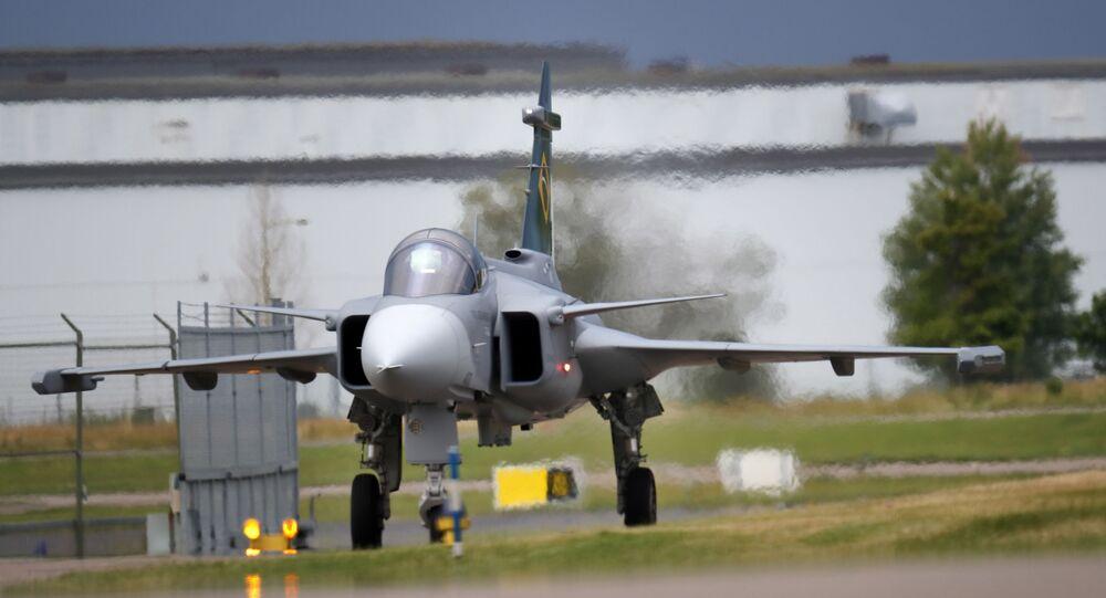 Novo caça F-39 Gripen E/F realizada voo na Súecia