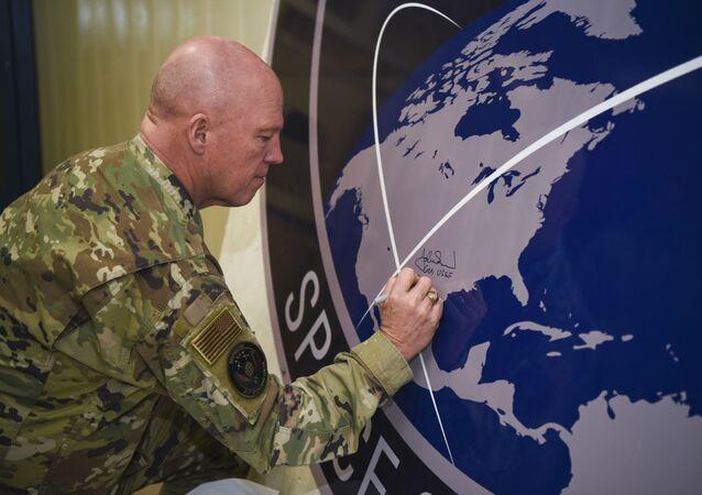 O general John Raymond, chefe do Comando Espacial dos EUA