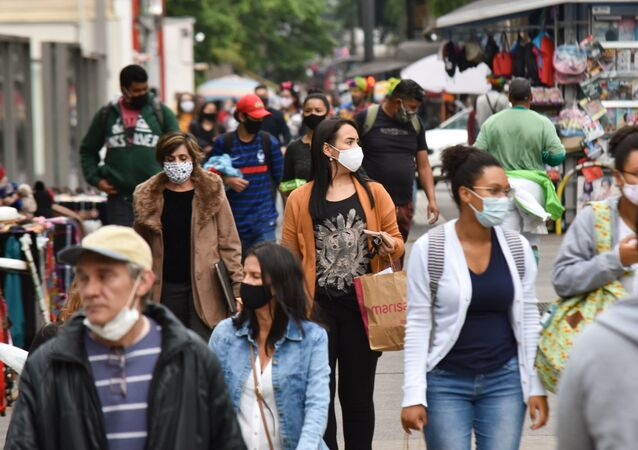 Pedestres usam máscaras na Avenida Paulista, São Paulo, 23 de setembro de 2020