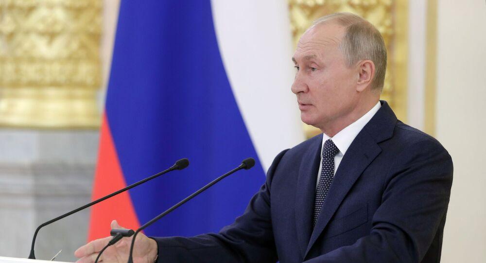 Vladimir Putin, presidente da Rússia, fala ao Conselho da Federação da Assembleia Federal, 23 de setembro de 2020