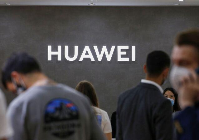 Logotipo da Huawei na feira de tecnologia de consumo IFA em meio à pandemia do novo coronavírus, em Berlim, Alemanha, 3 de setembro de 2020