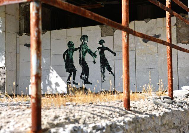 Desenho em parede de um dos prédios da zona de exclusão de Chernobyl