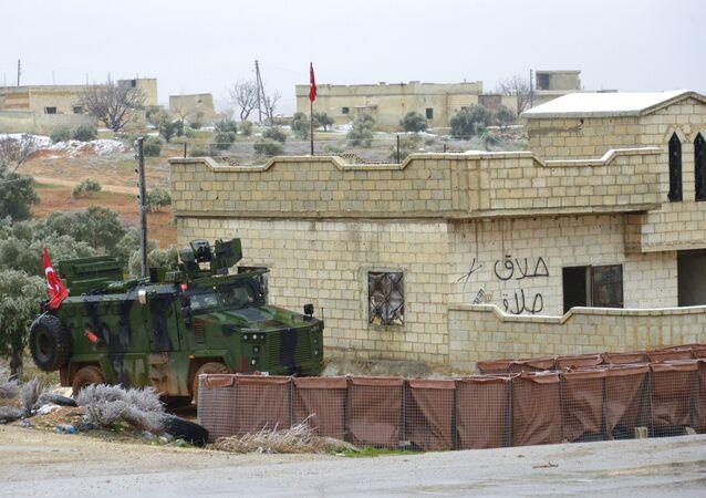 Ponto de controle turco na rodovia M5 Damasco-Aleppo na Síria, que acabou na retaguarda do Exército sírio como resultado de ofensiva contra militantes na província de Idlib, noroeste do país