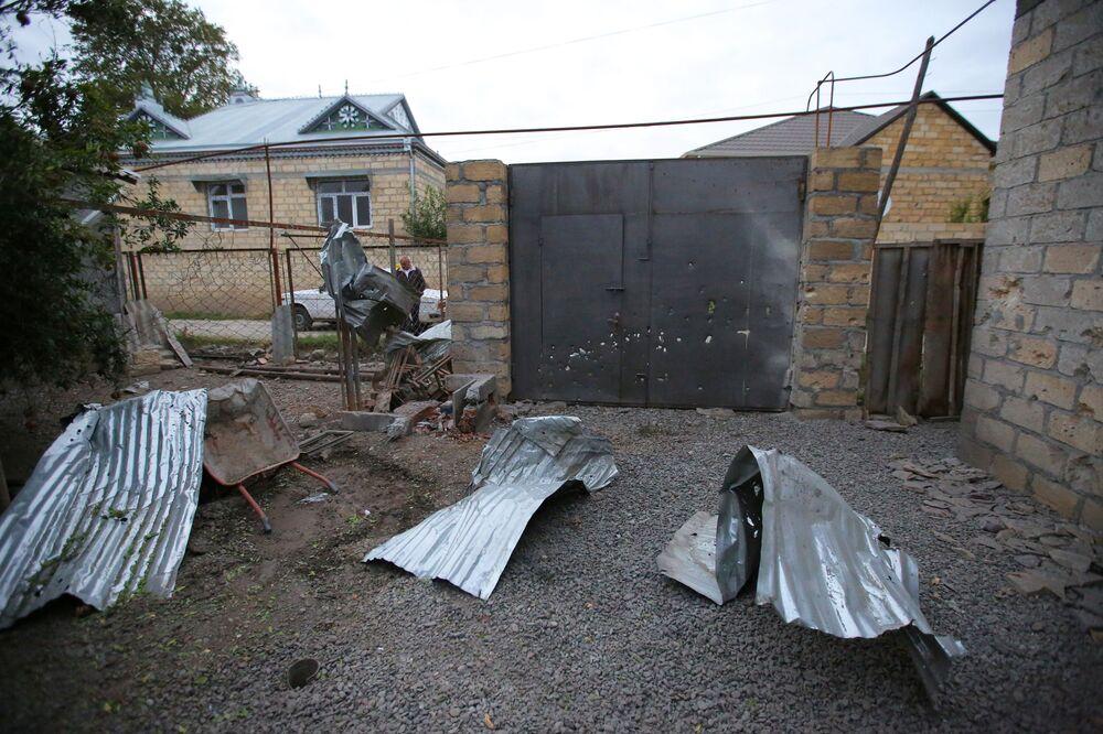 Propriedade é danificada segundo locais durante conflito na região de Nagorno-Karabakh