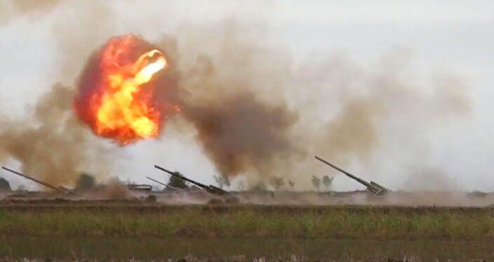 Peças de artilharia sendo usadas no conflito em Nagorno-Karabakh (foto de arquivo)