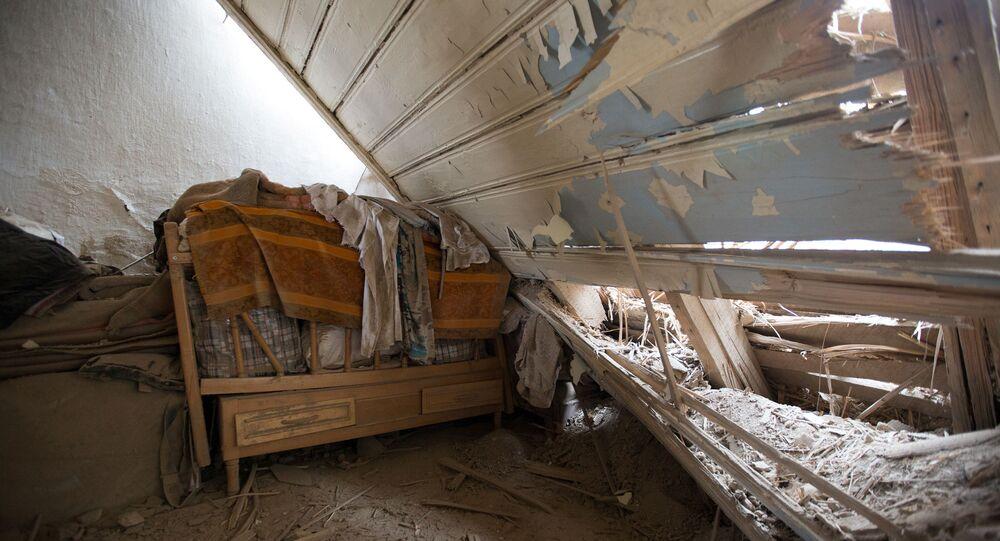 Casa atingida por bombardeio azeri na cidade de Martuni, na região de Nagorno-Karabakh, 1º de outubro de 2020