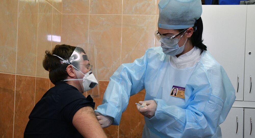 Vacinação de voluntários com vacina russa Sputnik V na Bielorrússia