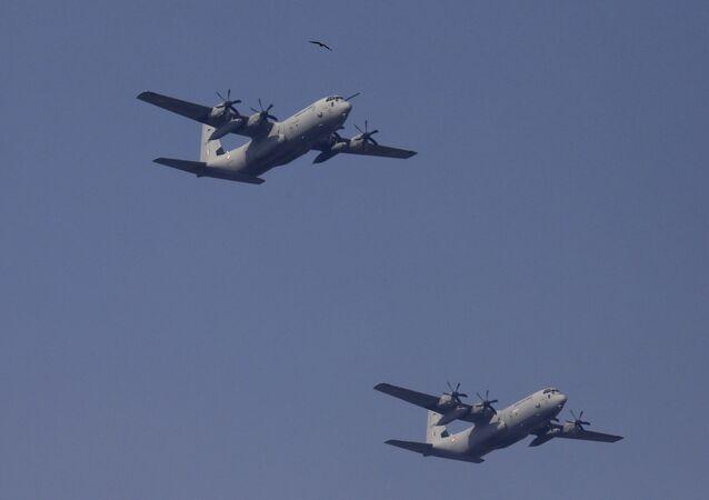 Aviões C-130J Super Hercules da Força Aérea da Índia voam durante desfile do Dia da República em Nova Deli, Índia, 26 de janeiro de 2020
