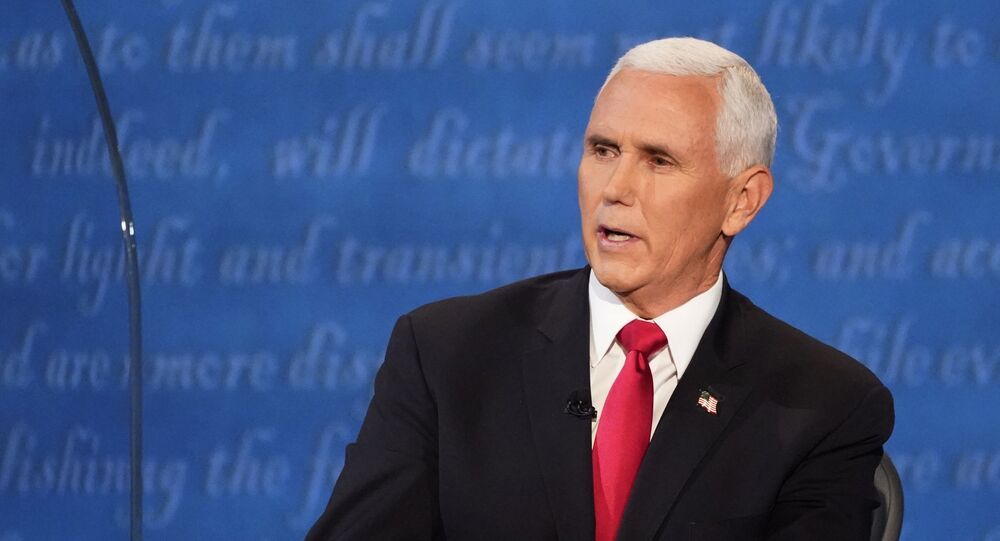 Em Salt Lake City, nos EUA, o candidato republicano à vice-presidência, Mike Pence, participa de debate com sua adversária democrata, Kamala Harris, em 7 de outubro de 2020