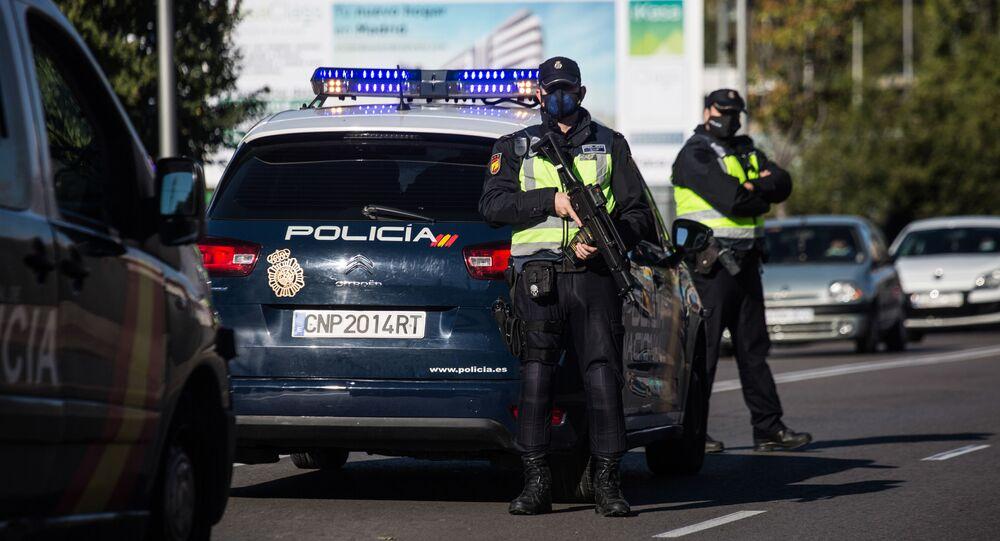 Policiais assegurando lockdown em Madri, Espanha (foto arquivo)