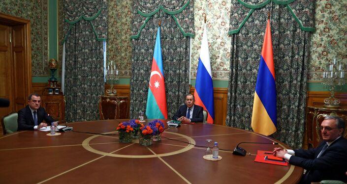Negociações em Moscou entre Rússia, Armênia e Azerbaijão sobre o conflito em Nagorno-Karabakh.