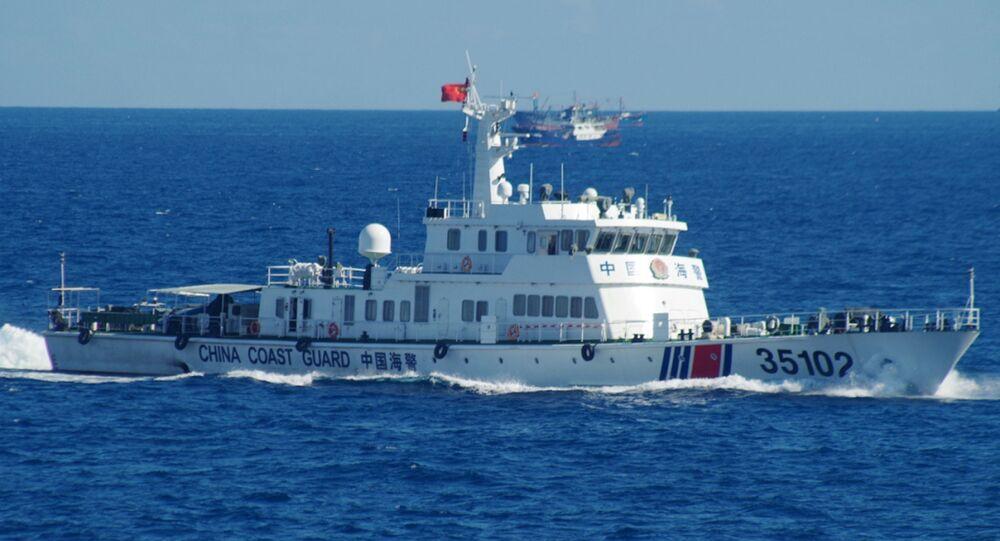 Navio da Guarda Costeira da China navega perto das disputadas ilhas Senkaku/Diaoyu no mar da China Oriental, 6 de agosto de 2016