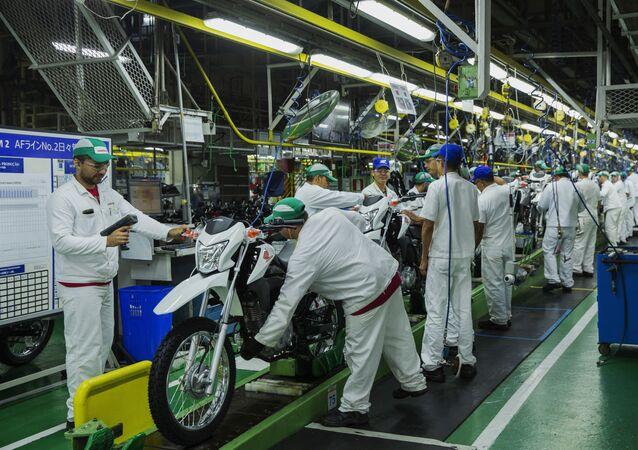 Linha de montagem de motos da Honda na Zona Franca de Manaus.