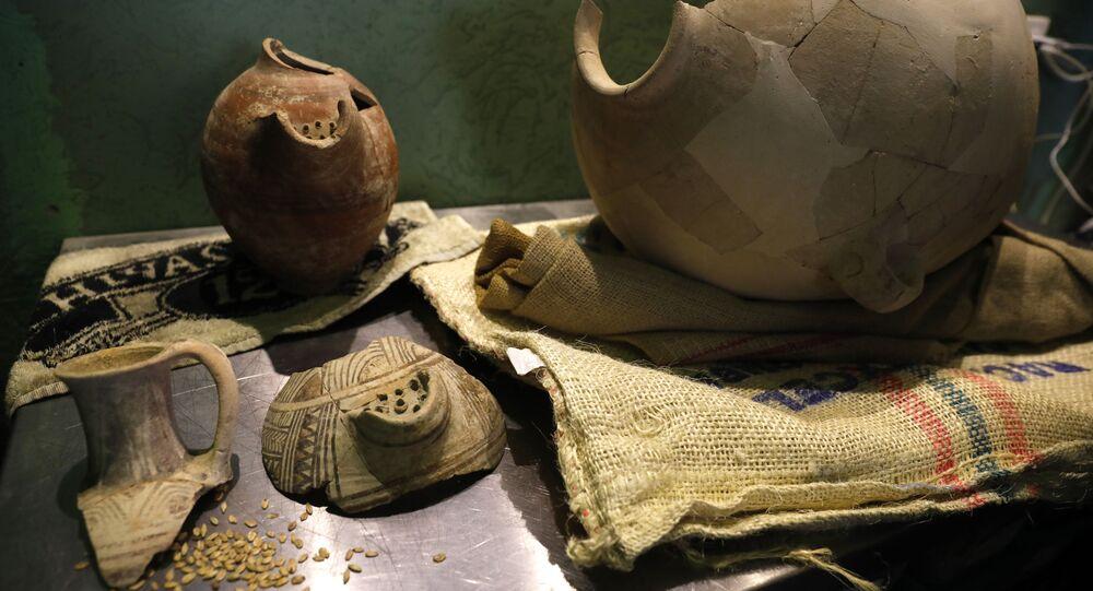 Jarros e utensílios egípcios, israelenses e filisteus encontrados por arqueólogos