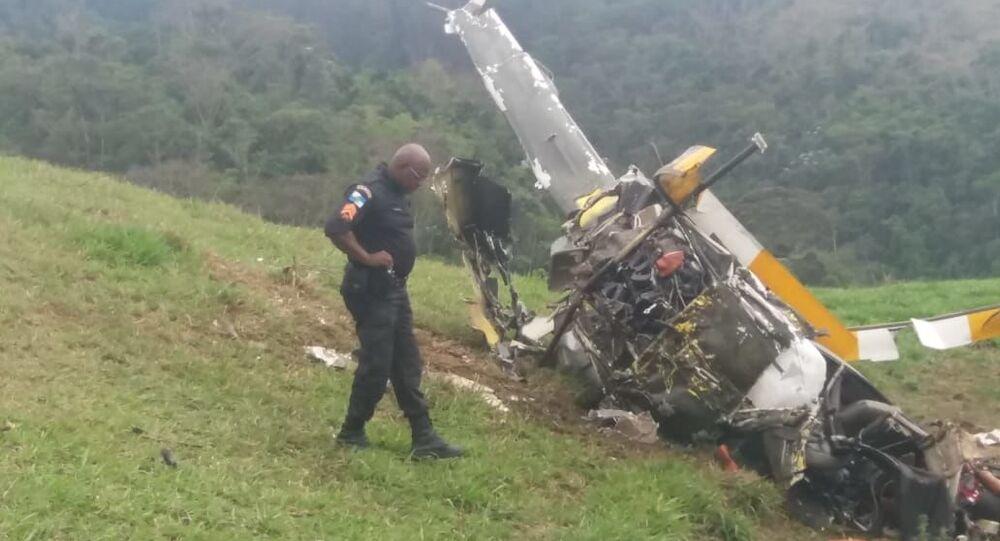 Um helicóptero caiu em Rio Claro, no sul do Rio de Janeiro.