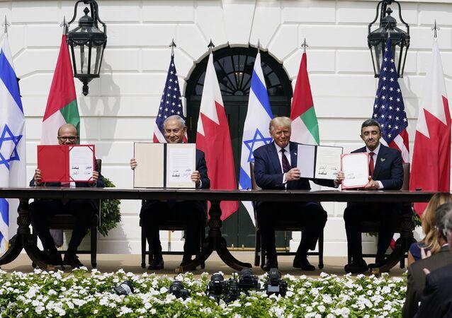 Líderes do Bahrein, Israel, EUA e Emirados Árabes assinam acordo para normalização de laços diplomáticos na Casa Branca