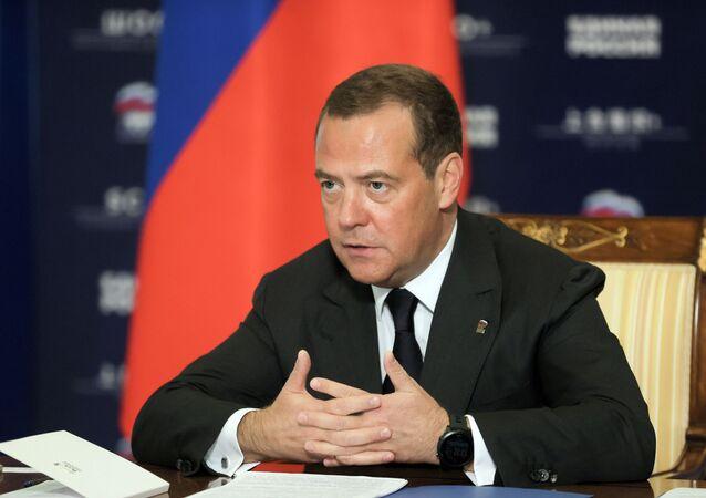 Dmitry Medvedev, vice-presidente do Conselho de Segurança da Federação da Rússia, durante uma videoconferência com o primeiro-ministro mongol Ukhnaagiin Khurelsukh, 21 de outubro de 2020