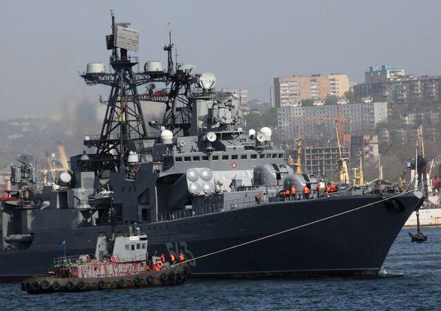 Fragata Marshal Marshal Shaposhnikov (BPK 543) no Centro de Reparo de Navios Dalzavod, em Vladivostok