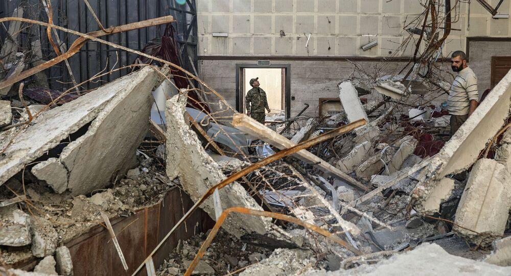 Centro cultural danificado por bombardeio na cidade de Shushi, república não reconhecida de Nagorno-Karabakh, 24 de outubro de 2020