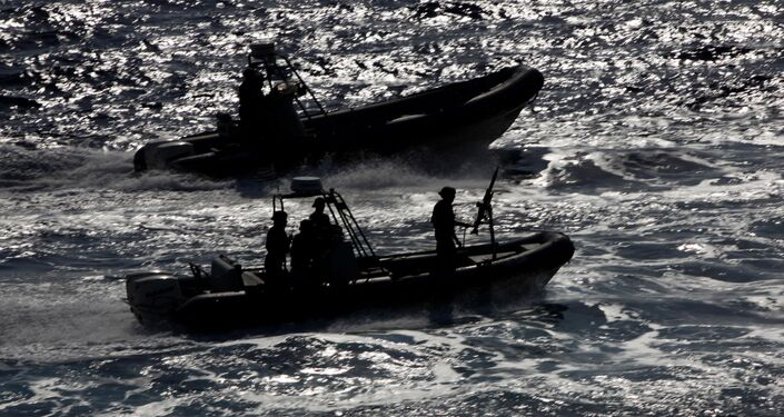 Soldados de operações especiais cipriotas durante exercício militar conjunto entre o Reino Unido, França e Chipre no mar Mediterrâneo